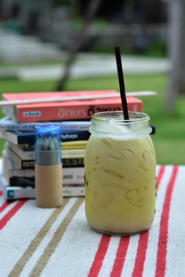 หรืออยากจะเน้นสีสวยด้วย นมน้ำผึ้ง นมสดใส่น้ำผึ้งเบาๆ มีกลิ่นหอมอ่อนๆ หวานนิดๆ สดชื่น และสีสวยมาก อิอิ