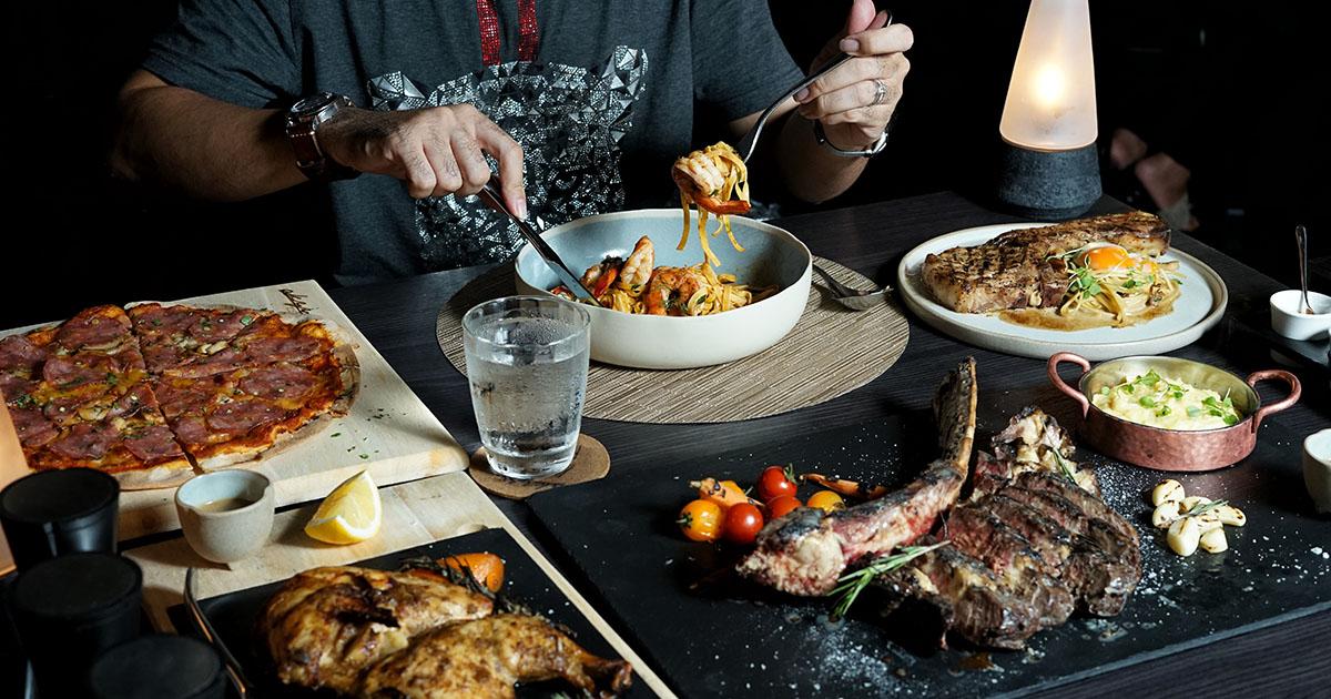 สองสไตล์ในที่เดียว อิ่มอร่อยกับอาหารอิตาเลียนที่ Italics Restaurant หรือนั่งรับลม จิบเครื่องดื่มชิลล์ ๆ บนดาดฟ้าที่ Rise Bar